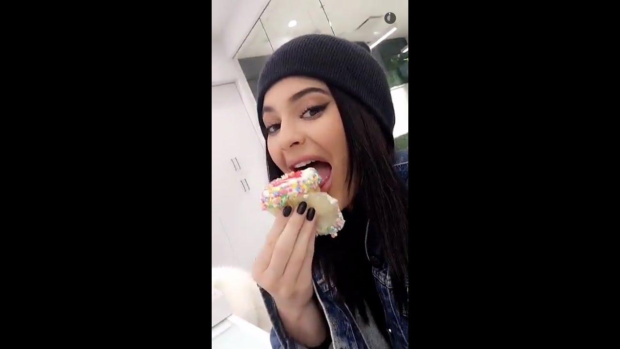 Kylie Jenner posts her brekky diet on Instagram