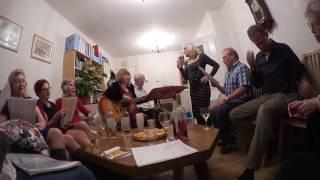 ВЕЧЕРИНКИ ПЕСНОПЕНИЯ у ЛЮДМИЛЫ# АНГЛИЧАНЕ ЛЮБЯТ РУССКИЕ ПЕСНИ