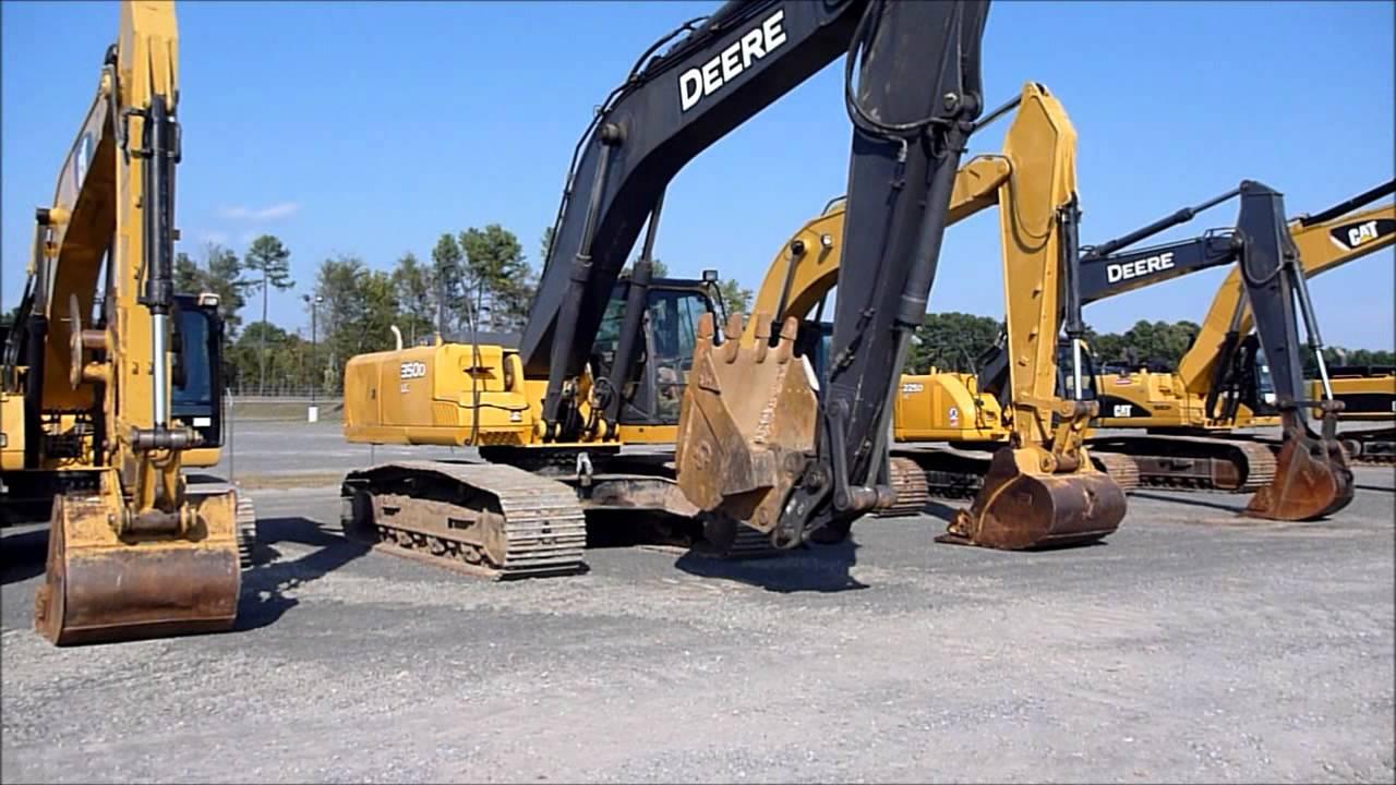 John Deere 350D Excavator Changing Buckets