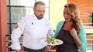 Салат из зеленых овощей с сыром фета и медовой заправкой