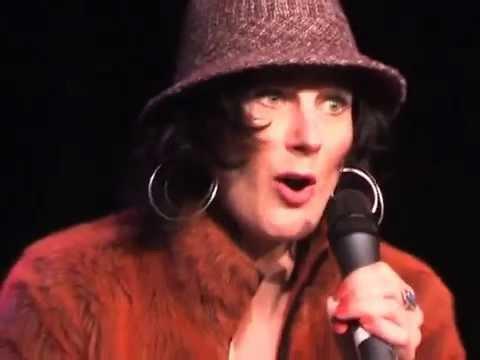 "Anselma Büeler zingt ""Ladders""en ""Tweedehands Jet"", ""Retourtje Cabaret"", 2007."