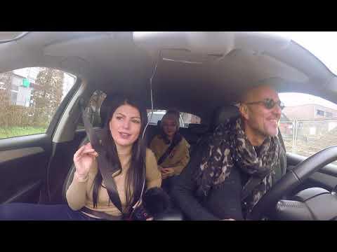 'Mos i fol shoferit' - Robert Aliaj në taksinë e Rudina Dembacaj