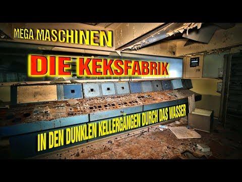 Mega Maschinen in der Keksfabrik in den dunklen Kellern durch das Wasser