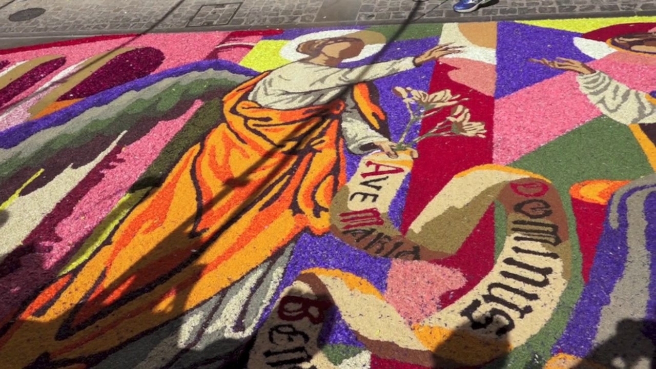 Infiorata di spello 2017 youtube for Mobili 4 spello
