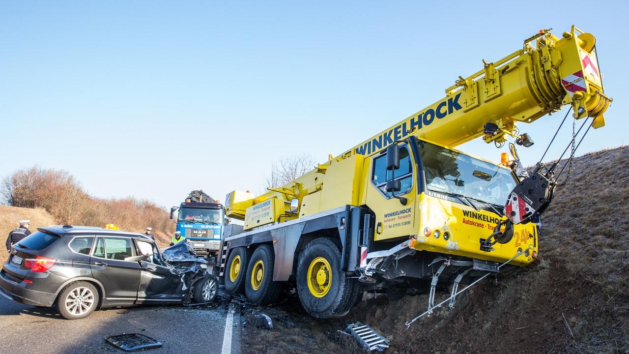 Crash liebherr mobile crane vs bmw x3 westumfahrung - Mobel waiblingen ...