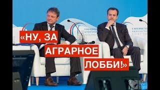 Ткачев, Дворкович и Тимакова закатили вечеринку на борту самолета