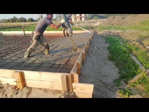 Заливка фундамента дорогущим бетононасосом!!!