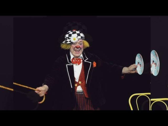 """Изображение предпросмотра прочтения – «6 б класс,Театральная студия """"Маски""""» представляет видеоролик кпроизведению «Волшебник изумрудного города» АлександраМелентьевичаВолкова"""