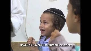 מארי משה גמליאל מלמד קבוצה קטנה מילדי התת את הקריאה בתימנית