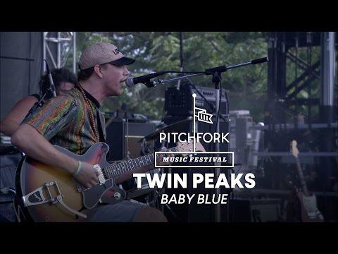 Twin Peaks performs