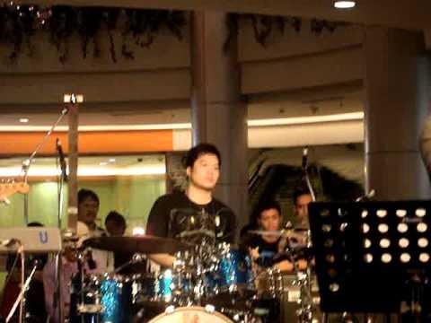 Echa Soemantri w tompi - Menghujam Jantungku #2.MPG