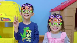 Xavi and Anna Pretend Play Learn Colors with Glasses