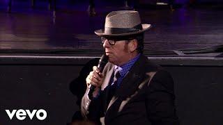 Смотреть клип Elvis Costello, The Imposters - God Give Me Strength
