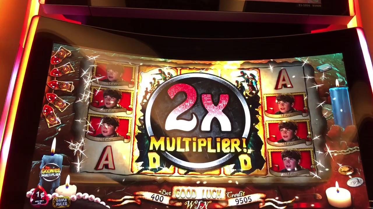 Slot machine bonus picks