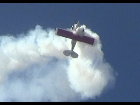 Billy Werth performs The Hammerhead at Thunder over Louisville
