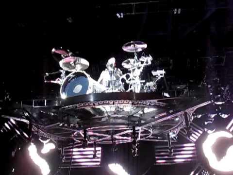 Blink 182-Travis Barker Flying Drum Solo Wisconsin  8/4/09 Best Quality