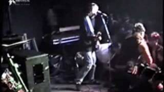 Nirvana-Kurt Cobain Stage Dive Fight (Love Buzz)