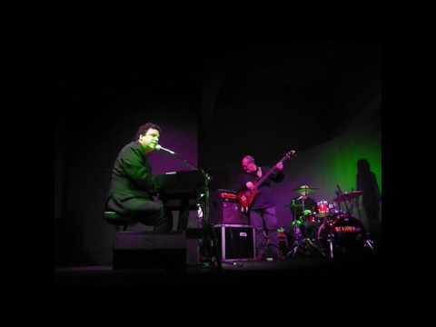 Lee Curreri performing