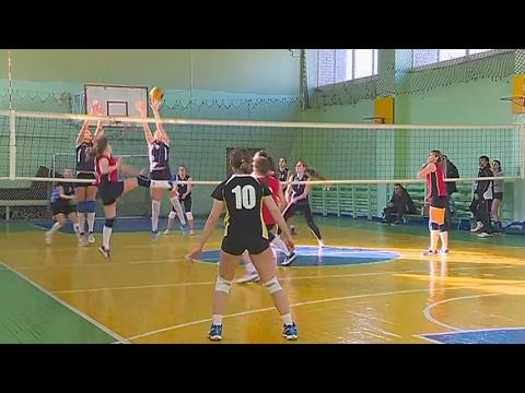 Уссурийские спортсменки выясняют отношения на волейбольной площадке