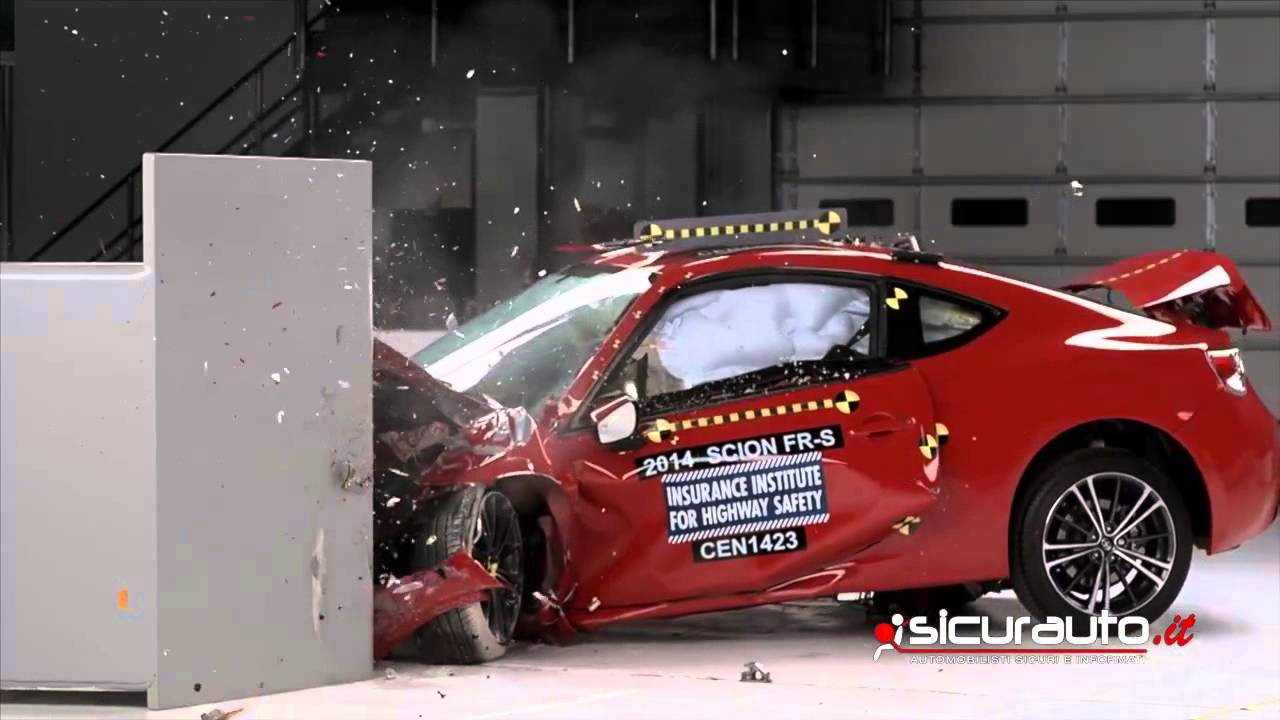 Crash test IIHS Small Overlap - Subaru BRZ - Toyota GT-86 ...