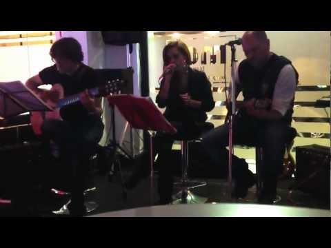 "valentina-musinu-""trio-acoustic-""live-(a-million-miles-away)"