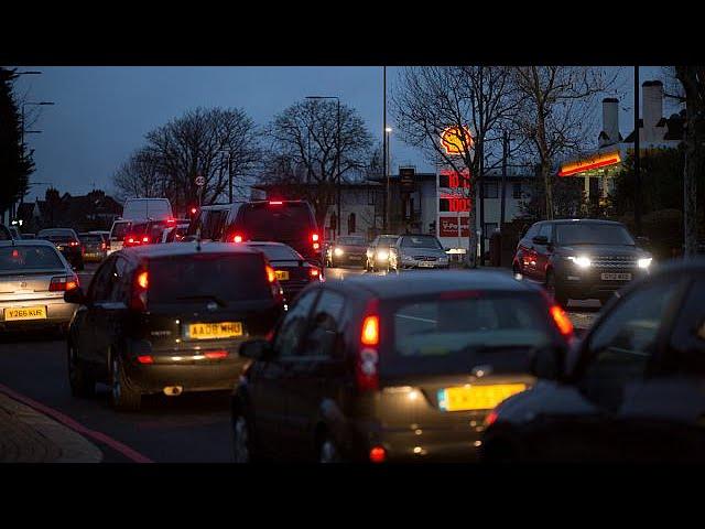 <h2><a href='https://webtv.eklogika.gr/vretania-katargi-ta-ochimata-venzinis-ke-ntizel-apo-to-2040-economy' target='_blank' title='Βρετανία: Καταργεί τα οχήματα βενζίνης και ντίζελ από το 2040 - economy'>Βρετανία: Καταργεί τα οχήματα βενζίνης και ντίζελ από το 2040 - economy</a></h2>