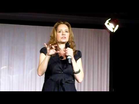 Samantha Ferris Panel Saturday l Rising Con