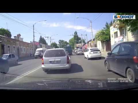 Конфликт двух водителей в центре Кишинева завершился аварией
