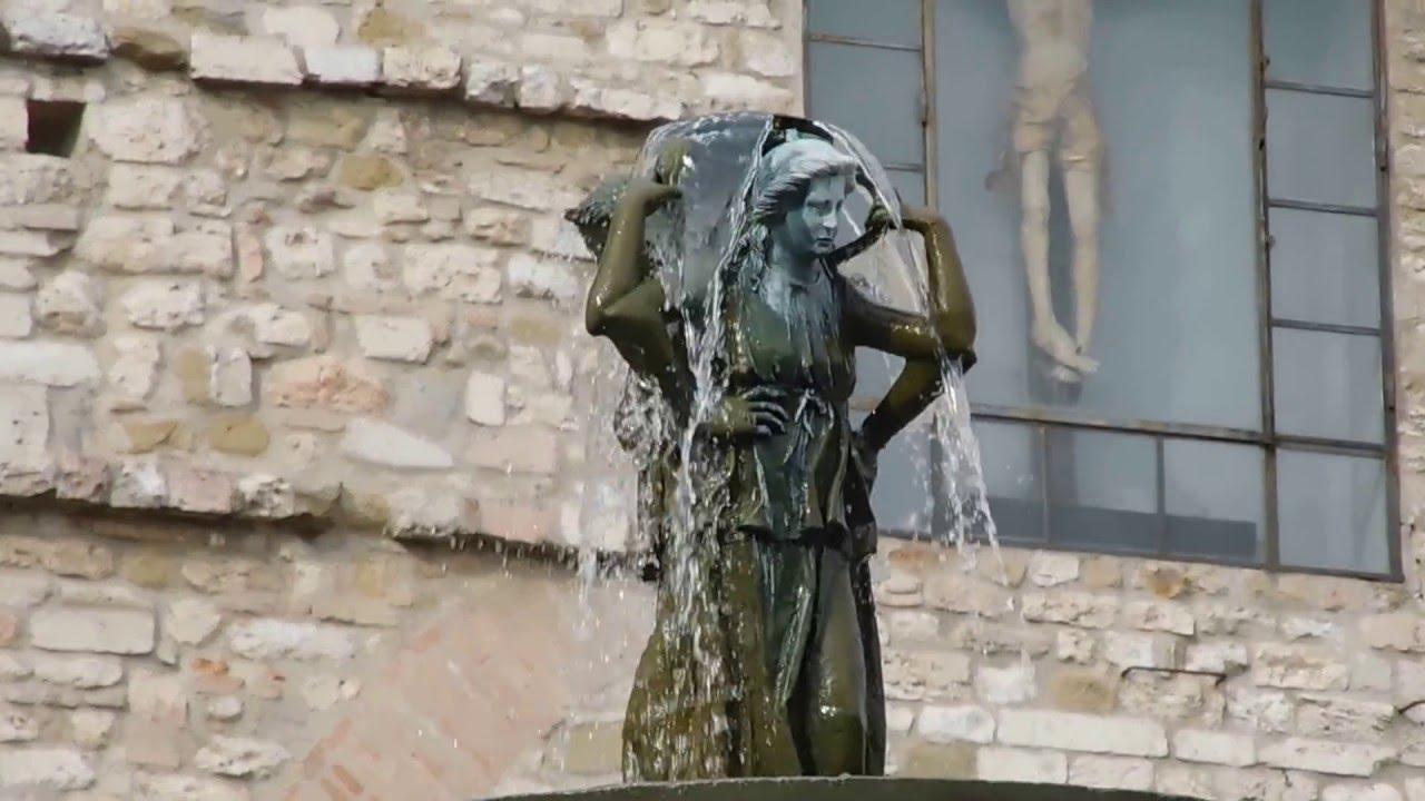 Perugia piazza iv novembre fontana maggiore youtube for Arredare milano piazza iv novembre