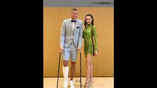 Дмитрий Тарасов с женой на свадьбе певца T-killah ))