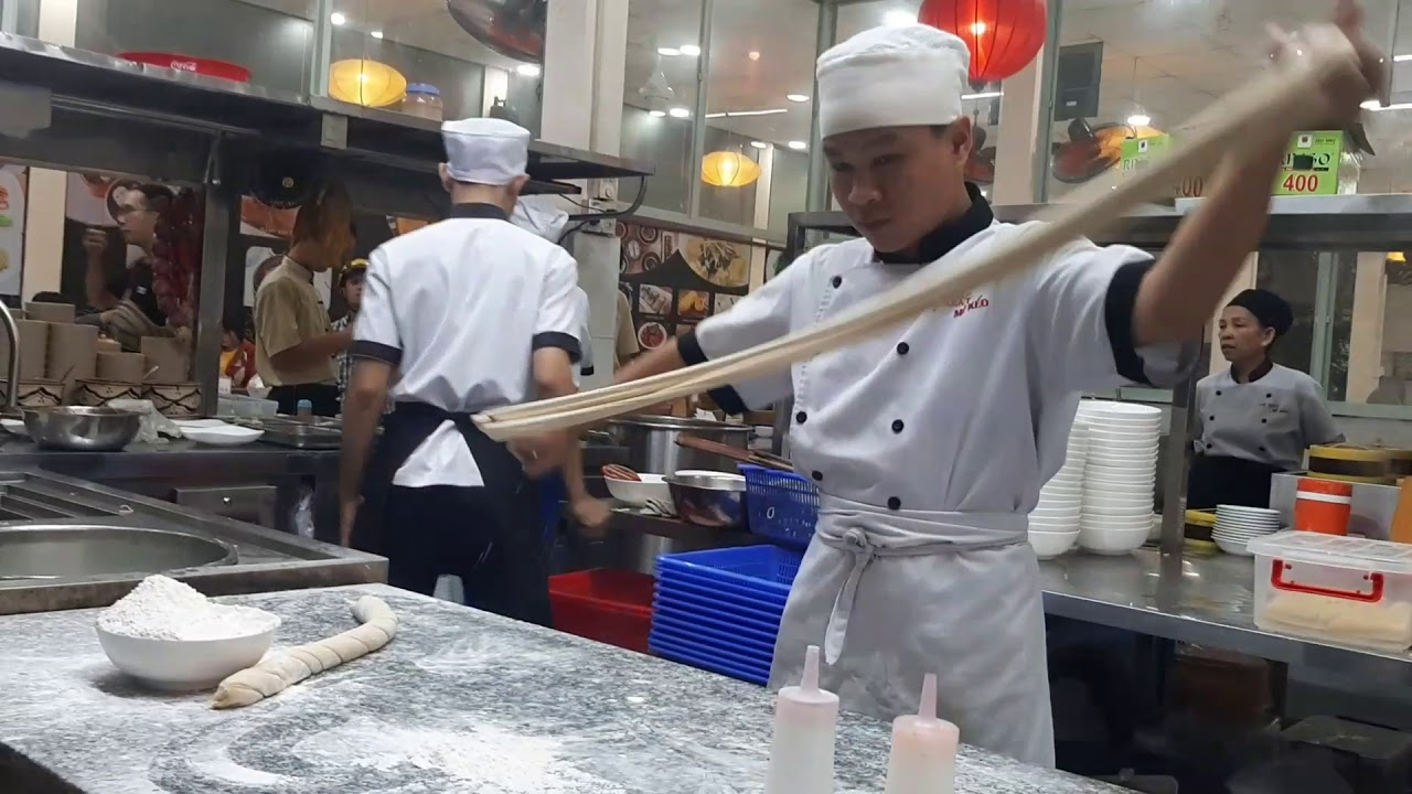 Tròn mắt khâm phục kỹ nghệ điêu luyện của đệ nhất mì kéo Trung Hoa ở thành phố trẻ Dĩ An
