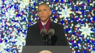 أوباما يضيء شجرة الميلاد ويغني