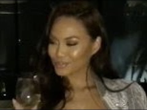 Daphne Joy flaunts toned stomach in white crop top and joggers