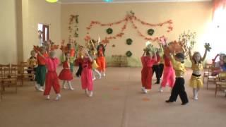 Танец с листочками (младше-средняя группа)