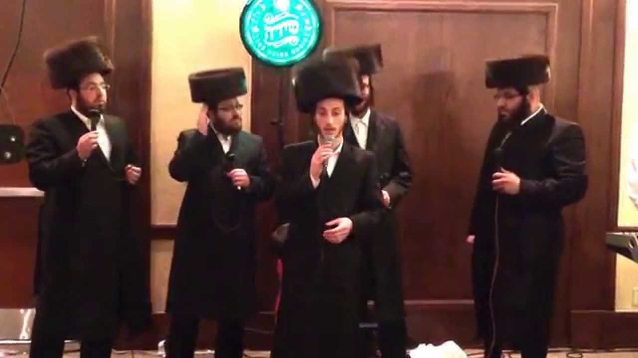 Shulem Lemmer with Shira choir singing Hamavdil
