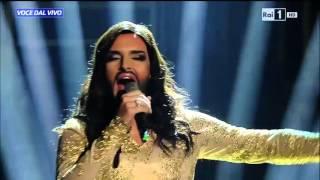 "Conchita Wurst - Valerio Scanu canta ""Rise like a Phoenix"" - Tale e Quale Show 06/11/2015"