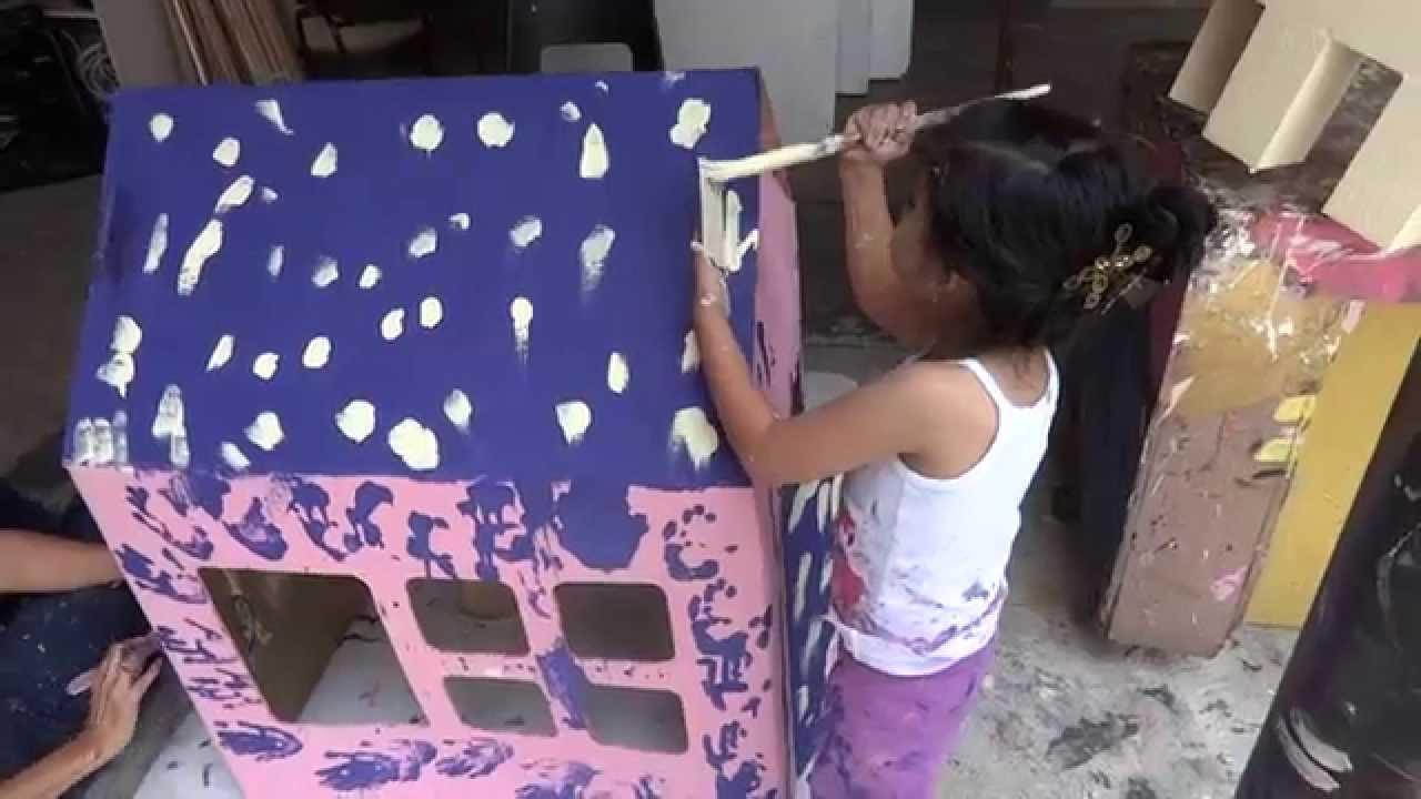 Mi nieta valeria pintando su casa de mu ecas junio 17 2014 - Mi casa no es de munecas ...