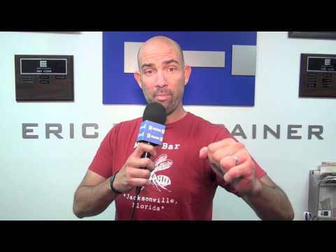 Csweat Challenge #9: Actor Gonzalo Menendez has some boxing fun