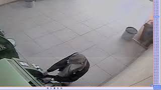 (С КАМЕР) Полиция разыскивает подозреваемого в краже денег у пенсионера