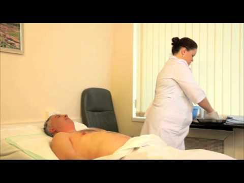 Мытье туловища больного с инсультом