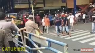 Viral Tarik Pembatas Besi Petugas PSBB di Pasar Payakumbuh