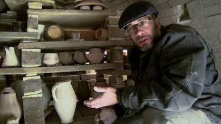 Gambar cover A Cool Trick for Spectacular Wood Fired Pottery Effects | SIMON LEVIN