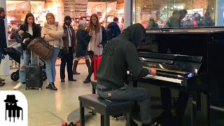 Download lagu Skateboarder in hoodie amazes public with sublime piano music