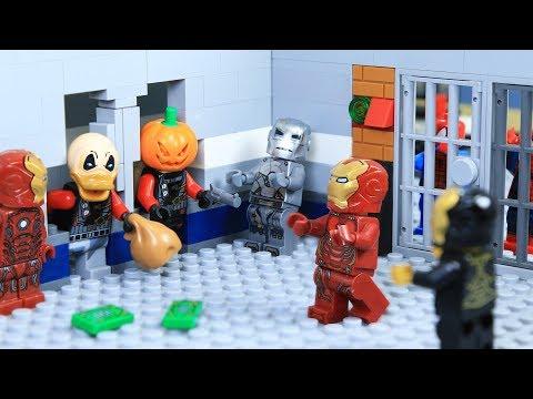 Lego Superhero IRON MAN's ARMOR was Stolen by Bank Robber
