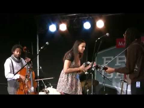 "Carolina Chocolate Drops ft. Rhiannon Giddens ""Look Down That Lonesome Road"" FreshGrass2014"