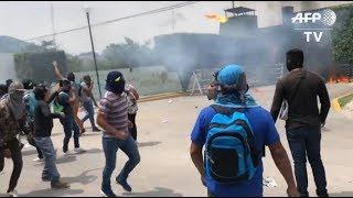 Atacan cuartel de militares mexicanos por los 43 estudiantes de Ayotzinapa | Prensa Libre
