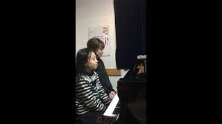映画のオープニング曲。 久石譲らしいハーモニー、そして印象的なメロディ。 小4Mちゃんとママの連弾です♪ ≪仙台市太白区のピアノ教室ポコ...