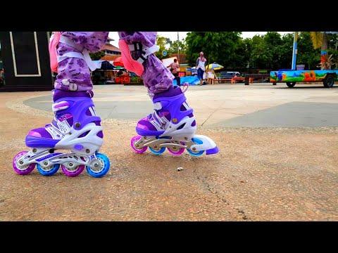 Lifia Niala sangat antusias bermain dengan sepatu roda anak kecil buat kanak kanak atau inline skates atau rollerblade. Sepatu ....
