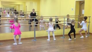 Балет и танцы для детей у станка
