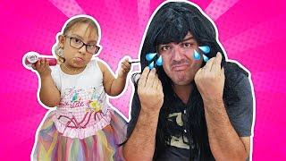 Maria Clara finge brincar de salão de beleza (Pretend play hair salon toys) - MC Divertida